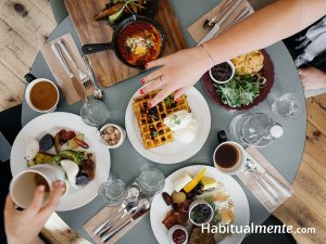 10 prácticos secretos para comer saludable fuera de casa (sin dejar de disfrutar)
