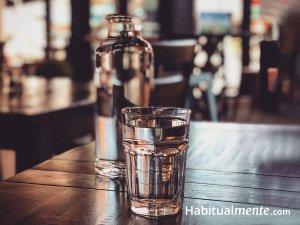 ¿Cuánta agua hay que beber para mantener una hidratación óptima? (la guía práctica)